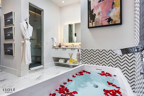 Isolé Villas Presidential Bathtub